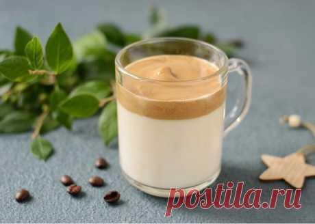 Взбитый кофе с молоком