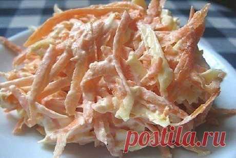 Морковный салат с сыром и чесноком  Неземной вкус! Обожаю такое сочетание . А делается очень просто ...Записывайте ! ИНГРЕДИЕНТЫ:  ● Морковь — 4-5 Штук (среднего размера) ● 100- 150 гр. сыра; ● Яйца вареные — 5-6 Штук ● Чеснок — 2-3 Зубчиков ● Сметана — 1-2 Ст. ложек ● Соль — 1-2 Щепоток (по вкусу)  ПРИГОТОВЛЕНИЕ: Морковку чистим и натираем на терке среднего размера. Очищаем яйца и либо натираем на той же терке, либо нарезаем мелкими кубиками. Выкладываем в салатник к мор...