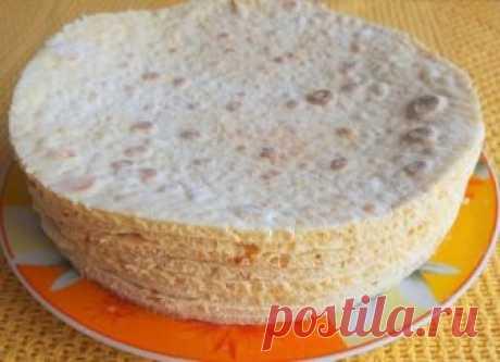 Коржи для торта БЕЗ ДУХОВКИ Быстро и просто!!! Коржи для торта в количестве девять - десять штук можно приготовить всего за пол часа. Затем взбить или сварить крем, промазать коржи и получится вкуснейший торт. Рецепт приготовления коржей предлагаем ниже...  Итак, нам нужны такие продукты: двести грамм сметаны и одна чайная ложечка соды пищевой, плюс двести грамм сахарного песка и три стакана муки. Как готовить тесто для коржей: сметана перекладывается в емкость стеклянную,...
