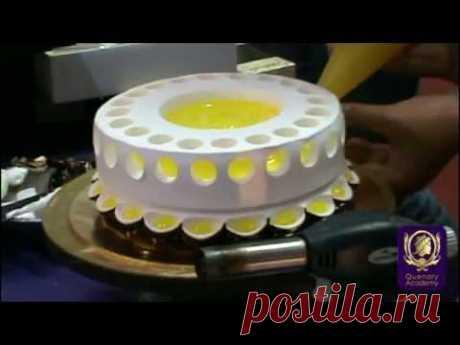 Когда она начала украшать торт, я будто оказалась под гипнозом. Вот бы научиться так же! | Четыре вкуса
