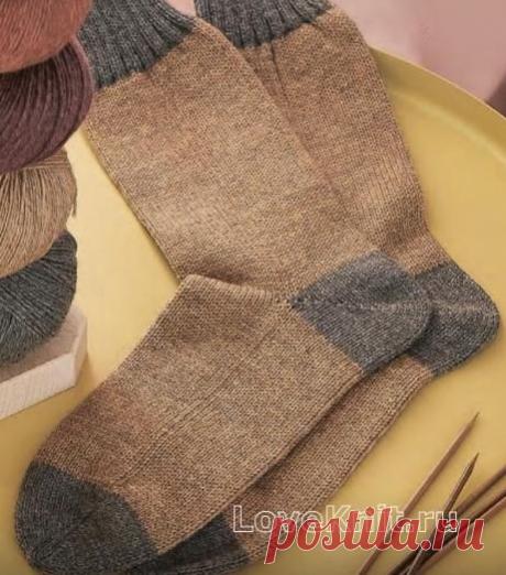 Двухцветные носки с контрастной резинкой спицами.