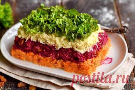 Оригинальный салат «Дюймовочка» Салат Дюймовочка привлекает своим интересным внешним видом и оригинальностью вкуса. Салат выкладывается слоями, только не традиционным образом. Сначала определенные продукты попарно смешиваются между собой и … Читай дальше на сайте. Жми подробнее ➡
