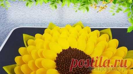 Делаем цветок из пластиковых ложек и кофейных зёрен Что только не делают из одноразовой посуды. Из самых простых пластмассовых ложек поделки получаются действительно интересные.Для данного мастер-класса я сделала из одноразовых ложек жёлтый цветок, пох...