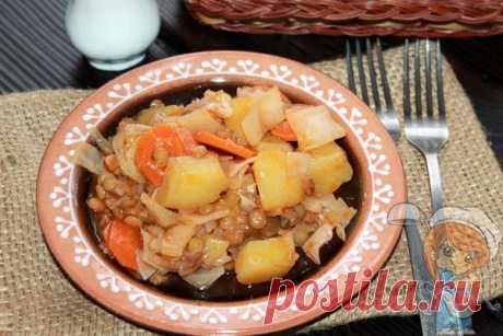 Рагу с чечевицей. Ингредиенты: чечевица, лук, морковь, картофель, капуста Рагу с чечевицей без мяса - блюдо из простых продуктов. Легкое, полезное и сытное. Вегетарианский овощной рецепт. Рагу содержит много растительного белка