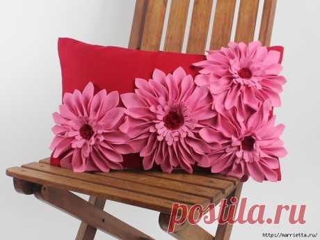 Красивые подушки с цветами из фетра. Идеи и мастер-класс