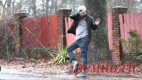 Уличный танцор нарушает законы физики