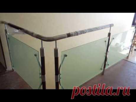 Лестничные комбинированные перила со стеклом
