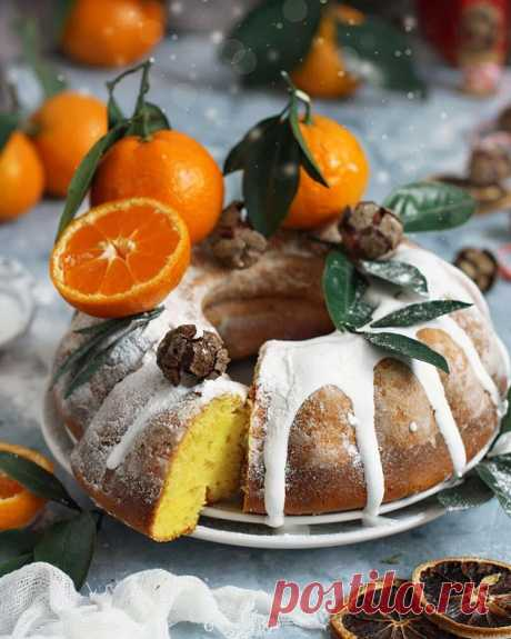 Зимняя выпечка: вкусный и ароматный мандариновый кекс Хотите почувствовать приближение предстоящих праздников? Нет ничего проще — испеките мандариновый кекс! Потрясающий аромат, который наполнит дом, сразу создаст новогоднее настроение, и никакая погода за окном его не испортит.