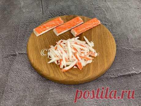 За долгое время впервые попался хороший рецепт салата с крабовыми палочками (без риса, капусты и кукурузы) | Просто с Марией | Яндекс Дзен