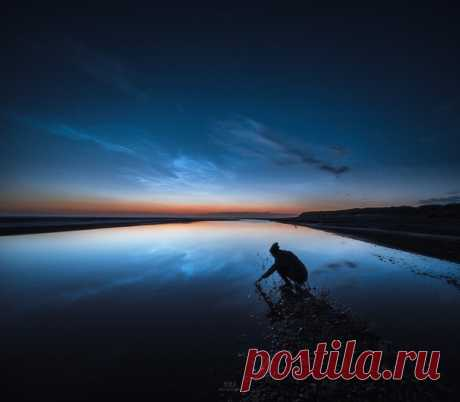 Las nubes plateadas sobre la playa Kærsgård en Dinamarca Norte. El autor de la foto – Ruslán Merzlyakov. Buenas noches.