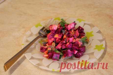 Свекольный салат с яблоком и сыром — простой кладезь витаминов