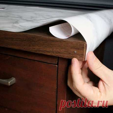 Как клеить самоклеящуюся пленку: обклеиваем мебель, холодильник, дверь пошагово с фото