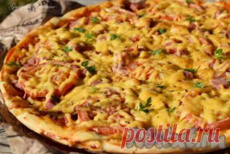 Рецепт пиццы быстрого приготовления в духовке - 15 пошаговых фото в рецепте Иногда бывают такие ситуации, когда надо быстро приготовить пиццу, но нет времени ждать подъема дрожжевого теста. В этом случае меня выручает рецепт пиццы быстрого приготовления. Основа получается тонкой и очень вкусной. Начинку для пиццы можно взять по вашему вкусу, добавить шампиньоны, ...