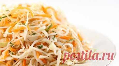 Салат из капусты и моркови с уксусом - ПУТЕШЕСТВУЙ ПО САЙТУ. Казалось бы, банальное сочетание — салат из капусты и моркови, но все дело в оригинальной заправке из уксуса. Заправка как бы замаринует овощи и сделает их вкус более ярким и интересным. Перед подачей салат должен немного постоять, насытиться ароматом, и тогда в полной мере вы насладитесь удивительным вкусом, который вам …