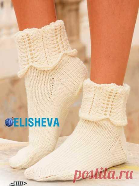 """Красивые женские носки """"Ажурные волны"""" от Drops Design. Описание и схема"""