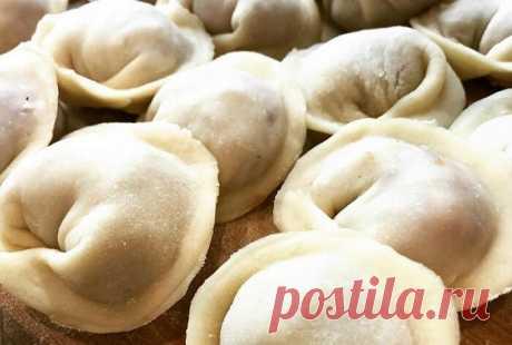 Как приготовить идеальное эластичное пельменное тесто для чебуреков, вареников, мантов и пельменей | Кулинарный техникум | Яндекс Дзен