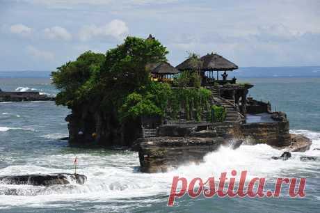 Пура Танах Лот: один из старейших храмов на Бали