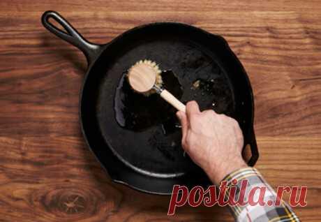 Старая сковородка стала печь лучше новой: восстановили за час лимонной кислотой Со временем даже надежная чугунная сковорода не дает готовить правильном — на ней скапливается слишком много нагара, появляются окалины. Восстановить старую сковородку так, чтобы она пекла лучше...