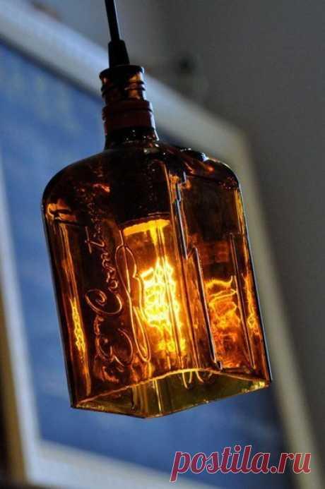 Las lámpadas de las botellas usadas