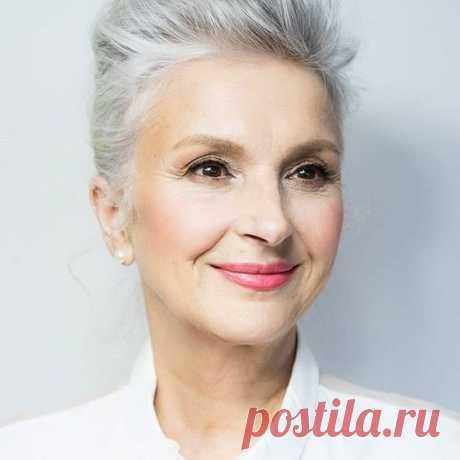Лифтинг-эффект и естественное сияние: хайлайтер в макияже 50+   Хороший кремик   Пульс Mail.ru Куда наносить хайлайтер и какую текстуру лучше выбрать для возрастного макияжа