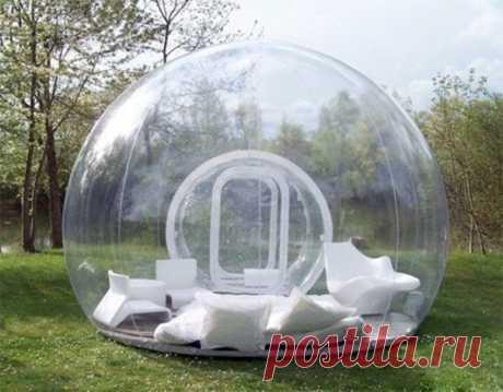 Надувная палатка. Представьте себя лежащими в ней в дождь...