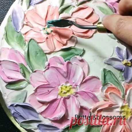 Easy wildflowers Buttercream paint with knife palette. Start from the basic!!! Ps. Member please wait to see full clip in class. Sooooon😁😁😁 #butterblossoms #onlineclass #paintwithknife #paintoncake