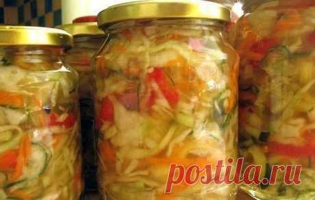 Закатки на зиму в Instagram: «Рецепт вкусного, хрустящего овощного салата на зиму. Ингредиенты: 1 кг. - капусты 1 кг. - помидор 1 кг. - огурчиков 1 кг. - сладкого…»