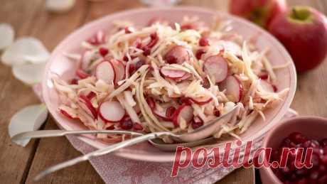 Яблоко &амп; редис салат – рецепт | Юнилевер фуд солюшнс Великобритания Этот рецепт был сделан для удовлетворения Ваших потребностей в качестве шеф-повара в общепит. Обновленная версия традиционного салата из шинкованной капусты с добавлением хруст из редис и сладкий свежий записку от яблока. Вкусные блюда для ваших гостей, быстрый в приготовлении и очень выгодно с помощью реальных майонезом hellmann'S и профессиональных КНОРР картофельным пюре с базиликом.