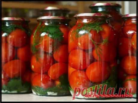 10 Вкуснейших рецептов из помидоров 1. Маринованные помидоры сладко-острые  Ингредиент:  - 2 кг свежих помидоров (спелых и упругих)  - 1 красный острый перец  - 2 - 3 зубчика чеснока  - 1 болгарский перец  - перец душистый горошек  - гвоздика  - сахар  - соль  - уксус 9%  Приготовление:  1. В чистые банки уложить специи, по 3-5 горошин душистого перца, 3-5 гвоздичек, по 1 зубчику чеснока порезанного ломтиками, 1/4 болгарского перца, порезанного кусочками и по небольшому кусочку острого перца.