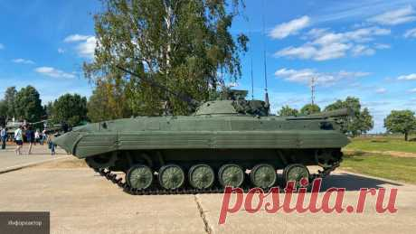 """В Индии превратили российскую БМП-2 в робота-разведчика Российская боевая машина пехоты (БМП) стала основой для индийского разведывательного робота, сообщает """"Российская газета""""."""
