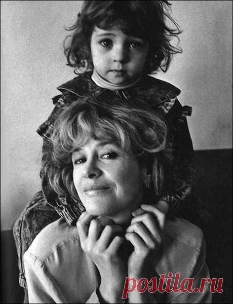 Марина Неелова с дочкой Никой, отец которой - Гарри Каспаров