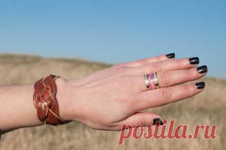 ATTENTION📣⚠Авторский авторский браслет в стиле унисекс из натуральной, идеальное украшение из для девушек и парней из эластичной кожи. Застежка-кнопка, доступно для заказа🔞  #браслетизкожи #кожаныйбраслет #украшенияунисекс #унисекс #браслетженский #браслетмужской #stylish #model #outfit #москва #мир #крым #jewerly