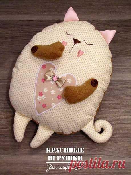 Кот подушка
