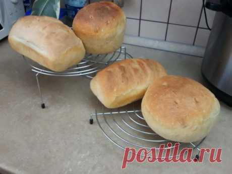 Пшеничный хлеб своими руками. Очень вкусный, ароматный и ничего лишнего! (2 фото) Наверное, каждый вспомнит, как в детстве, когда родители посылали за хлебом, возвращаясь с покупкой домой не удерживался и надгрызал хрустящую, ароматную корочку, еще теплого хлеба… Сейчас в магазинах…