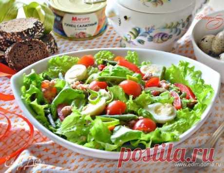 Витаминный салат с тунцом и пикантной заправкой. Ингредиенты: тунец консервированный, яйца перепелиные, перец красный.