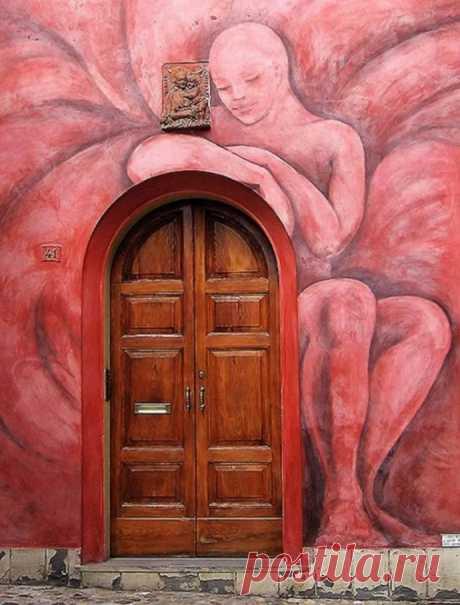 Сказочная реальность: входные двери из разных уголков планеты | Colors.life