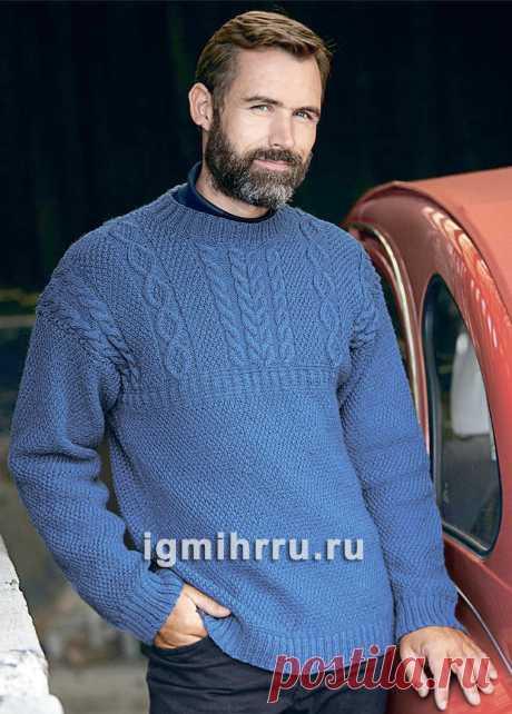 Синий мужской пуловер с узорами из «кос» и аранов. Вязание спицами со схемами и описанием