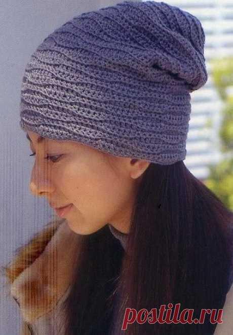 Необычная шапочка рельефным узором