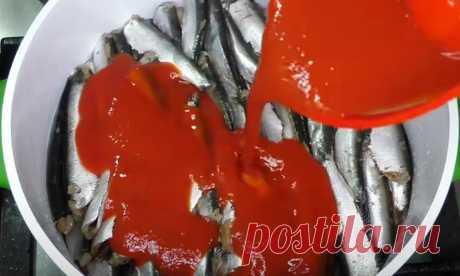 Беру самую дешевую рыбу. Все хозяйки помнят этот рецепт из СССР Сегодня трудно купить вкусную консервированную рыбу в томате. Поэтому предлагаю воспользоваться мим рецептом и сделать вкусное блюдо из самой простой и дешевой рыбки- кильки. Для приготовления вам потребуются такие ингредиенты: килька, 1 кг; соль, 1 ч.л; масло растительное, 2 ст.л; лук и морковь по 2 шт; лист лавровый, 3 шт; томатная паста, 3 ст.л; гвоздика, […]