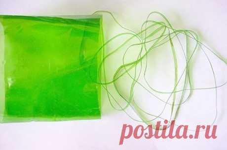 Ромашки из пластиковых ложек - оригинально и просто. Можно сделать для декора дачи.