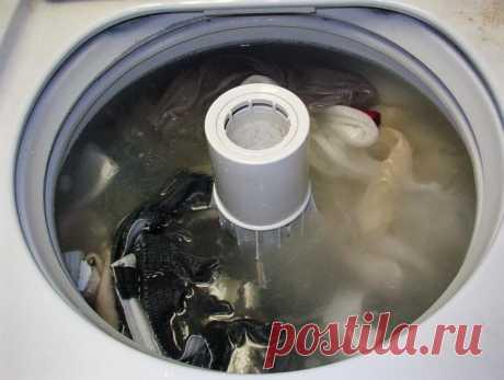 Как уксус может помочь очистить вашу одежду и уменьшить накипь в стиральной машине