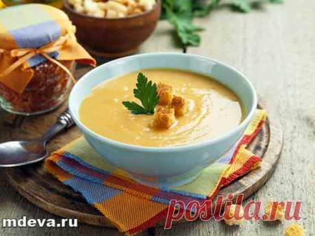 Гороховый суп-пюре Приготовление:Морковь очистить от верхнего слоя и помыть, натереть на крупной терке. Сложить натертую морковь в небольшую кастрюлю с толстым дном. Добавить туда ложку масла гхи.