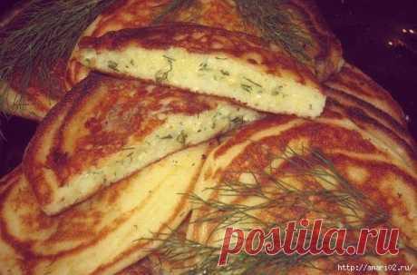 Оладьи с сырной начинкой.