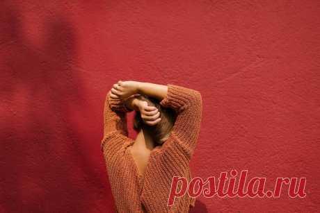Как облегчить боль всего одним словом. Даже если везде зажато, болит и тянет. | Психолог Анна Бабич | Яндекс Дзен