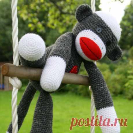Amigurumi sock monkey | Free crochet pattern | lilleliis Free amigurumi pattern for crocheting a sock monkey. If using aimilar yarn, your monkey will be approximately 40 cm / 16 inches tall.