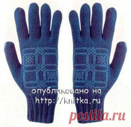 Голубые перчатки, связанные спицами