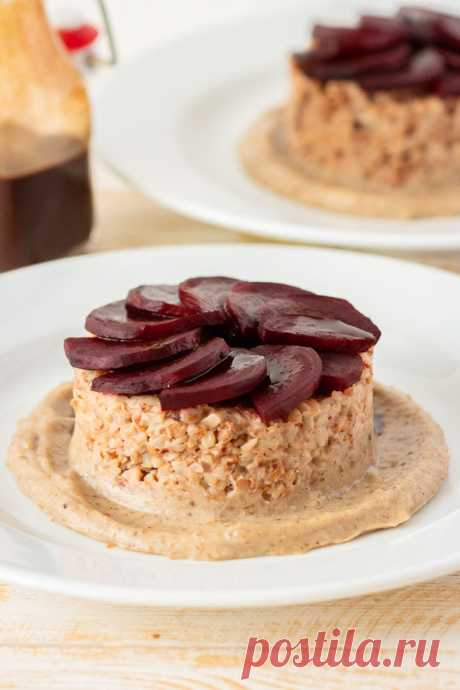 Гречневая каша со свеклой на тыквенно-ореховом соусе Гречневая каша со свеклой на тыквенно-ореховом соусе - пошаговый кулинарный рецепт приготовления с фото, шаг за шагом.