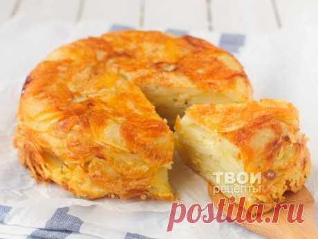 Картофельная запеканка с сыром Ингредиенты: Картофель 1 кг Масло сливочное 70 г Сыр твердый 80 г Тимьян 0,5 ч. л Соль по вкусу Перец черный молотый по вкусу Разогрейте духовку до 220 гр. Смажьте форму для запекания диаметром 18 см. Сыр натрите на терке и смешайте с сушеным тимьяном. Картофель очистите и нарежьте тонкими ломтиками. Лучше и быстрее с этим заданием справится кухонный комбайн или специальная терка. Добавьте растопленное сливочное масло и аккуратно перемешайте. На дно…