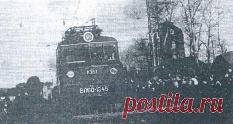 En la estación Altaico iban activamente los trabajos de la electrificación de las vías y el montaje de la maquinaria distinta y los arreglos, ha puesto en servicio las centrales telefónicas automáticas activas a 400 números...