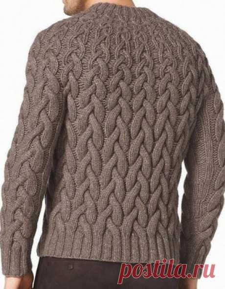 Мужской пуловер спицами 2018  Оригинальная идея вязания пуловера для мужчин спицами 25018 года. Узор пуловера имеет необычный эффект: широкие косы внизу пуловера, по направления к горловине становятся уже и теряют свой объем. Порадуйте своего папу, сына, мужа или брата этим модным пуловером. Даже самым привередливым к внешнему виду молодым людям придется по вкусу, пуловер, связанный таким узором. Пуловер вяжется по кругу и не имеет швов.